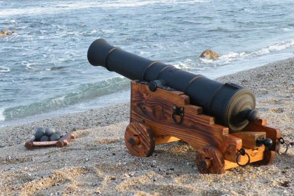 Beach_house_replica_cannon_600x400