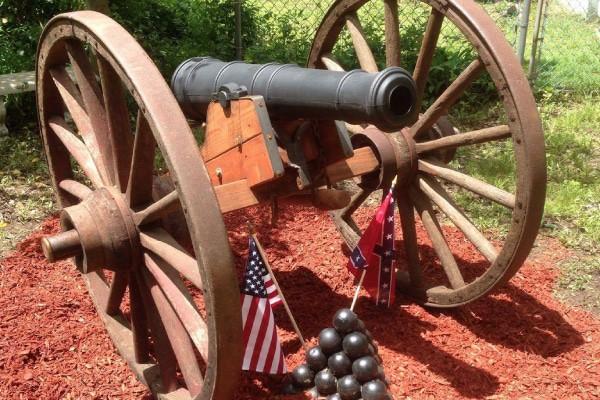 Civil_war_replica_cannon_Garden_ornament_2_600x400
