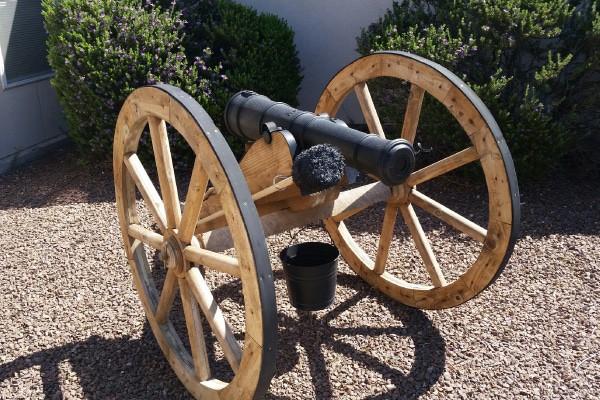 Civil_war_replica_cannon_Garden_ornament_600x400