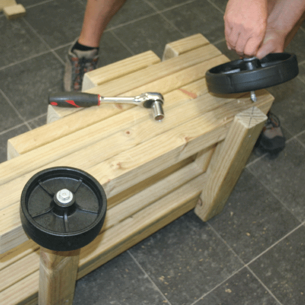 DIY_Pirate-Cannon_Fit_the-_wheels_600x600