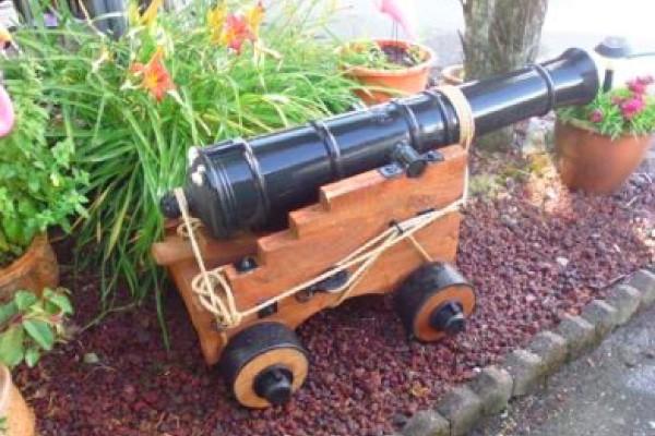 Pirate_cannon_garden_Ornament_600x400