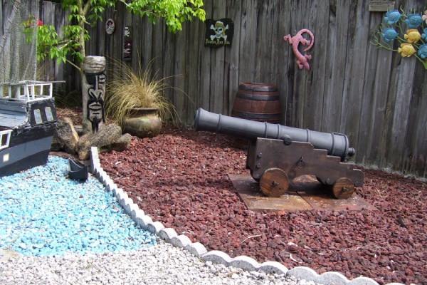 Pirate_cannon_pirate_scene_garden-Ornament_600x400