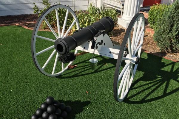 White_civil_war_field_cannon_garden_ornament_600x400